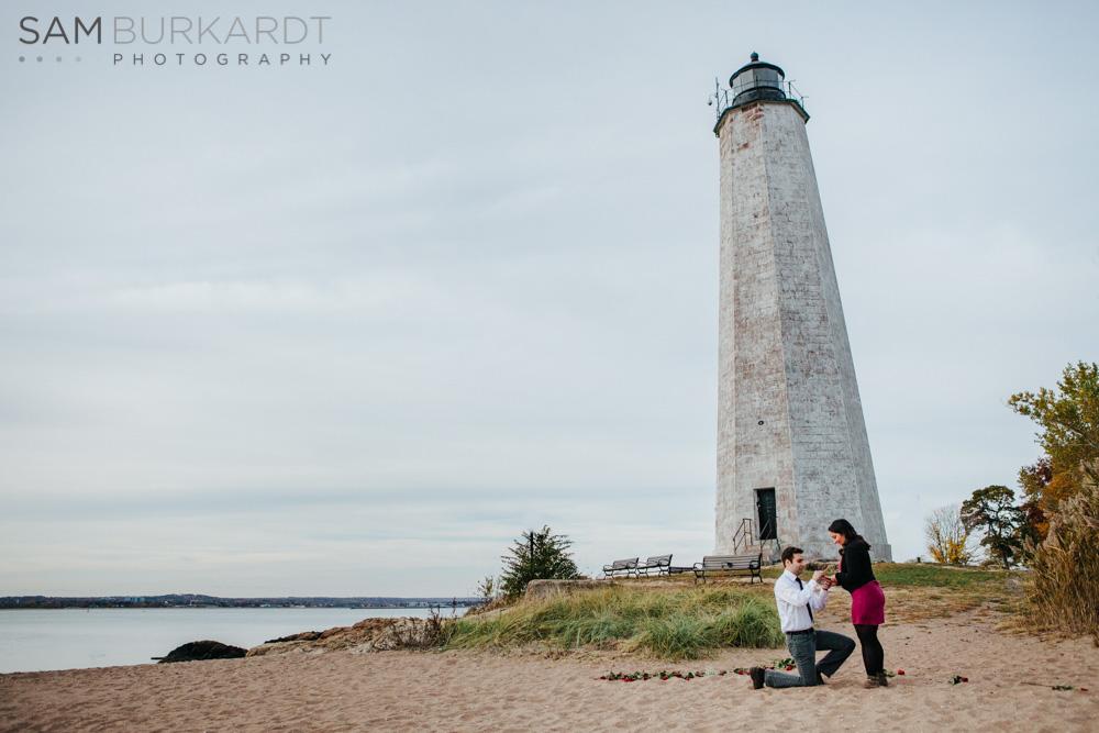 sburkardt_beach_lighthouse_ct_engagement_003.jpg
