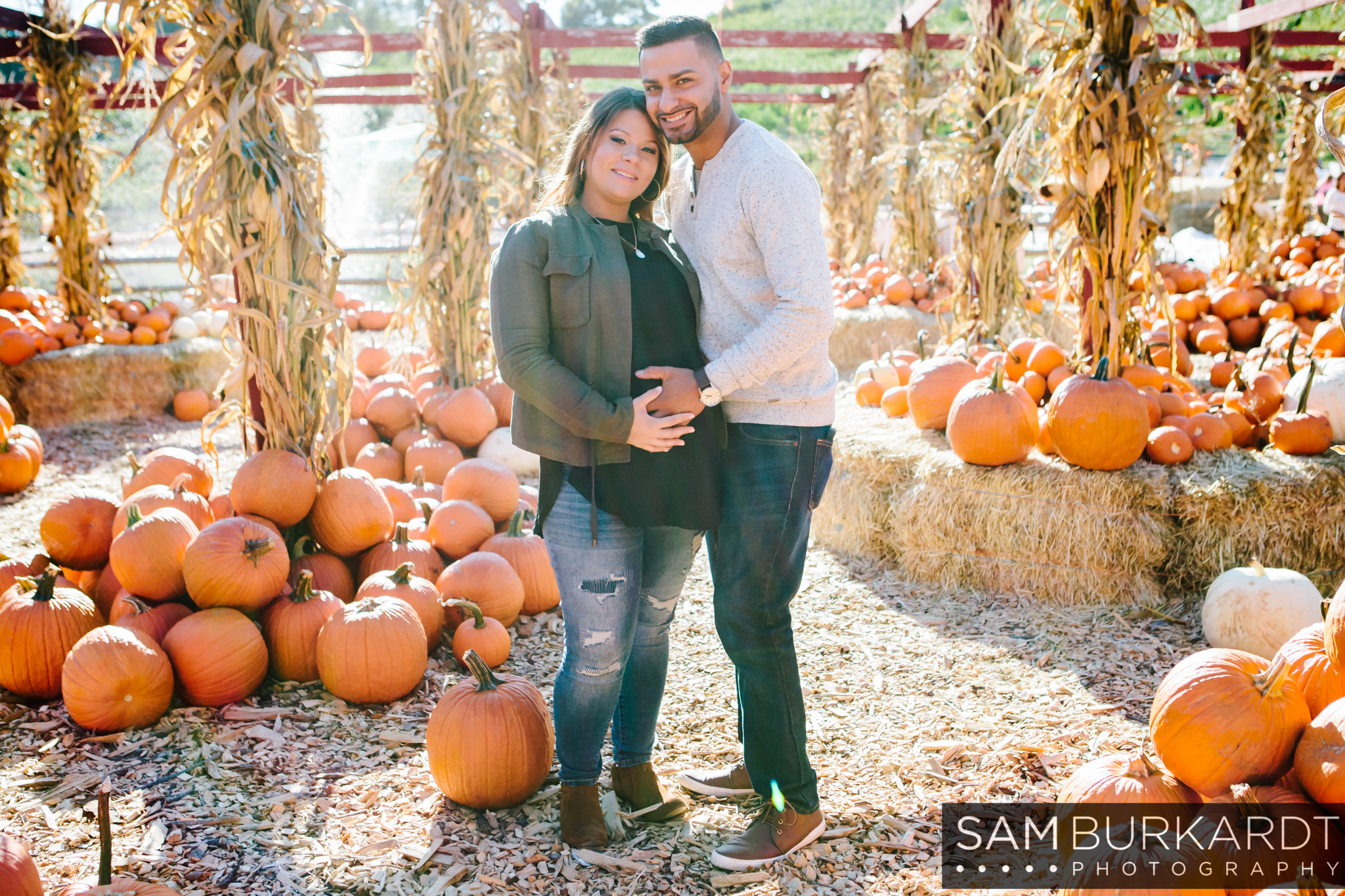 sburkardt_maternity_connecticut_fall_orchard_photography_002.jpg