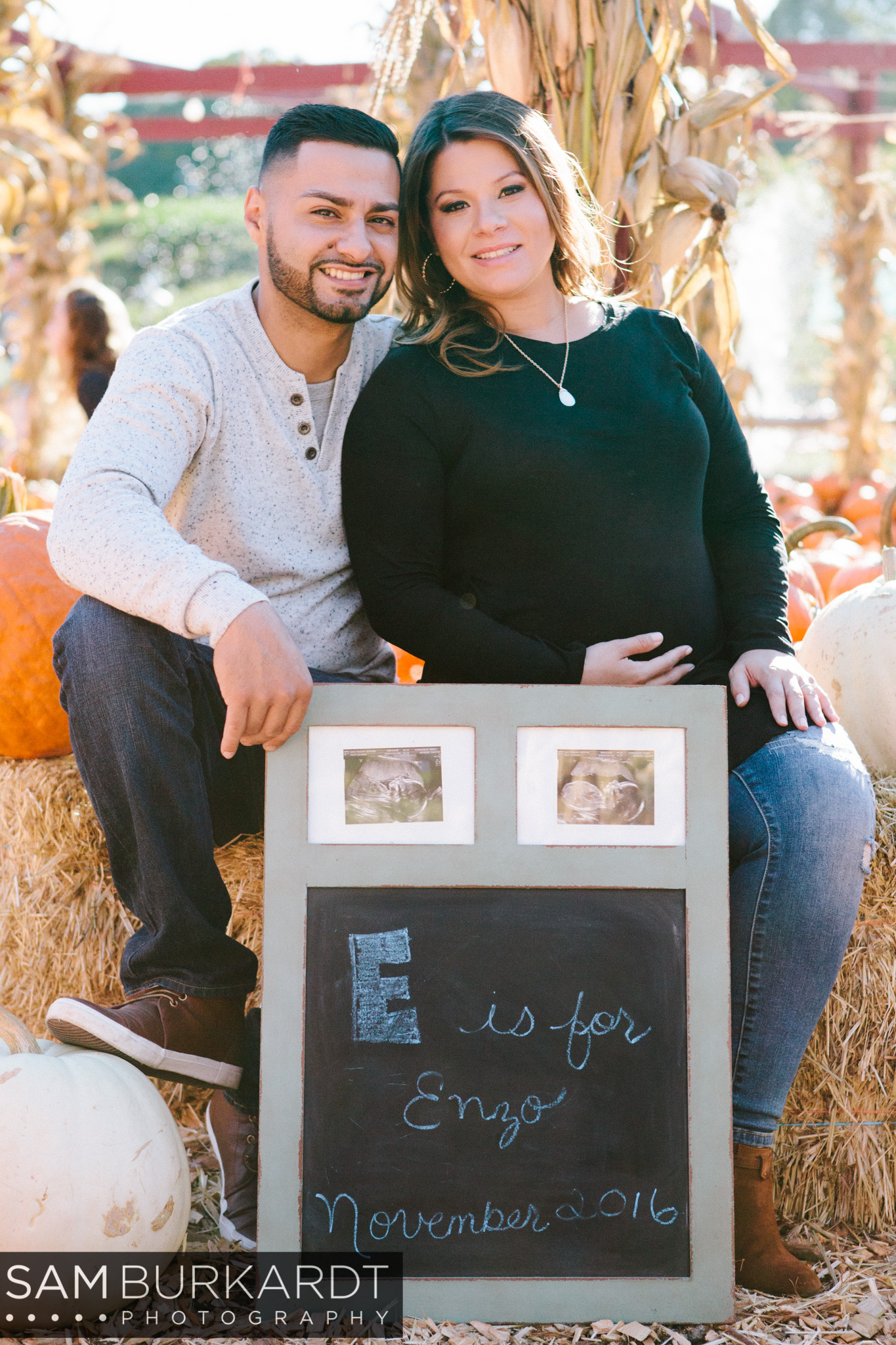sburkardt_maternity_connecticut_fall_orchard_photography_010.jpg
