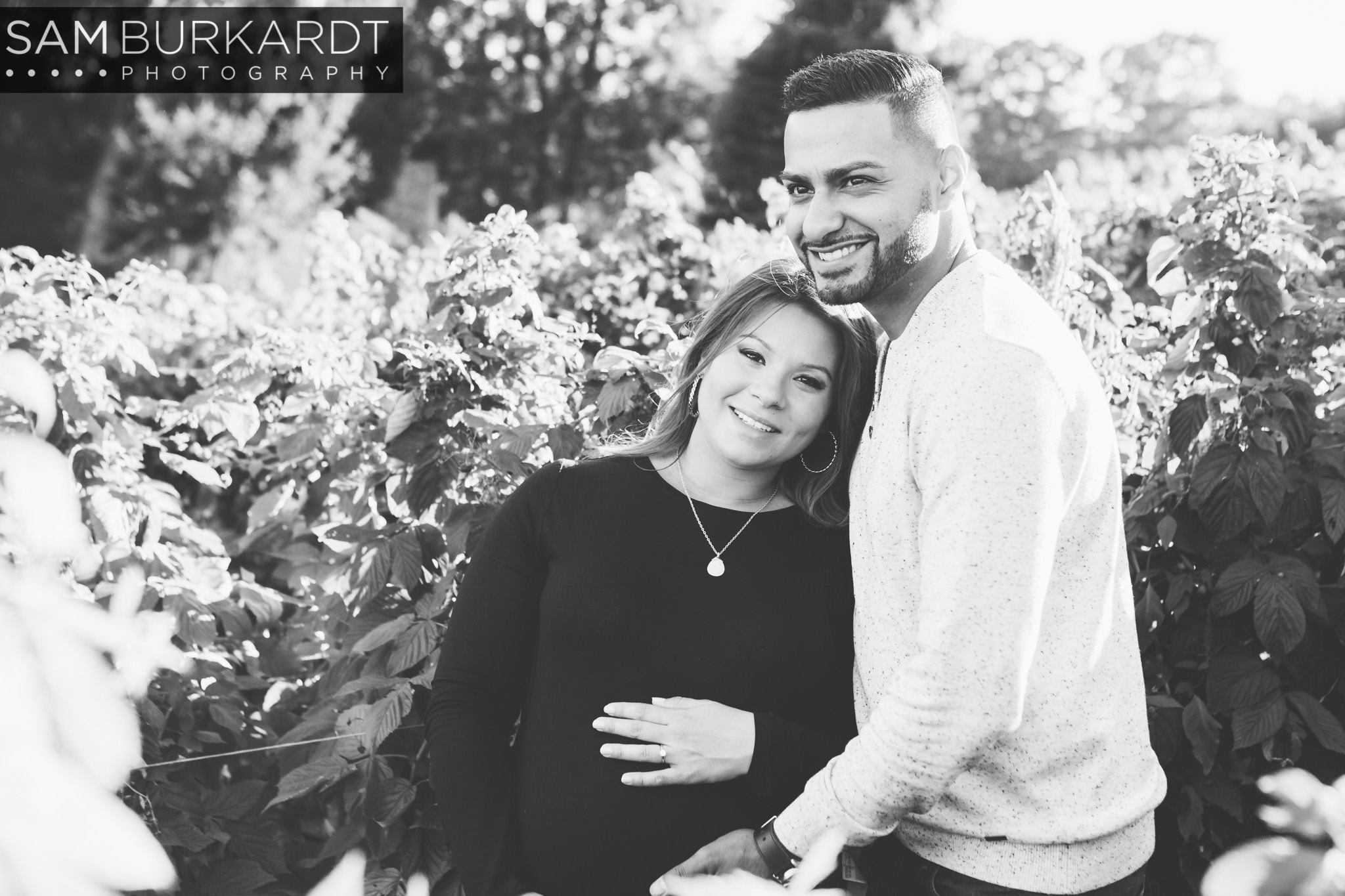 sburkardt_maternity_connecticut_fall_orchard_photography_016.jpg