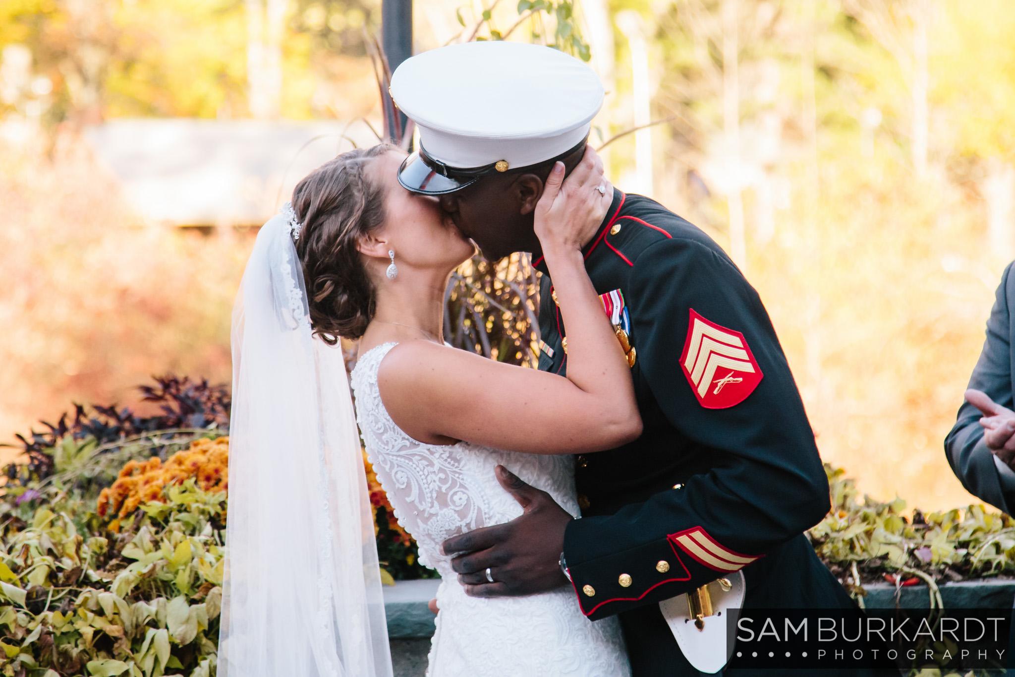 samburkardt_pond_house_hartford_wedding_fall_0045.jpg