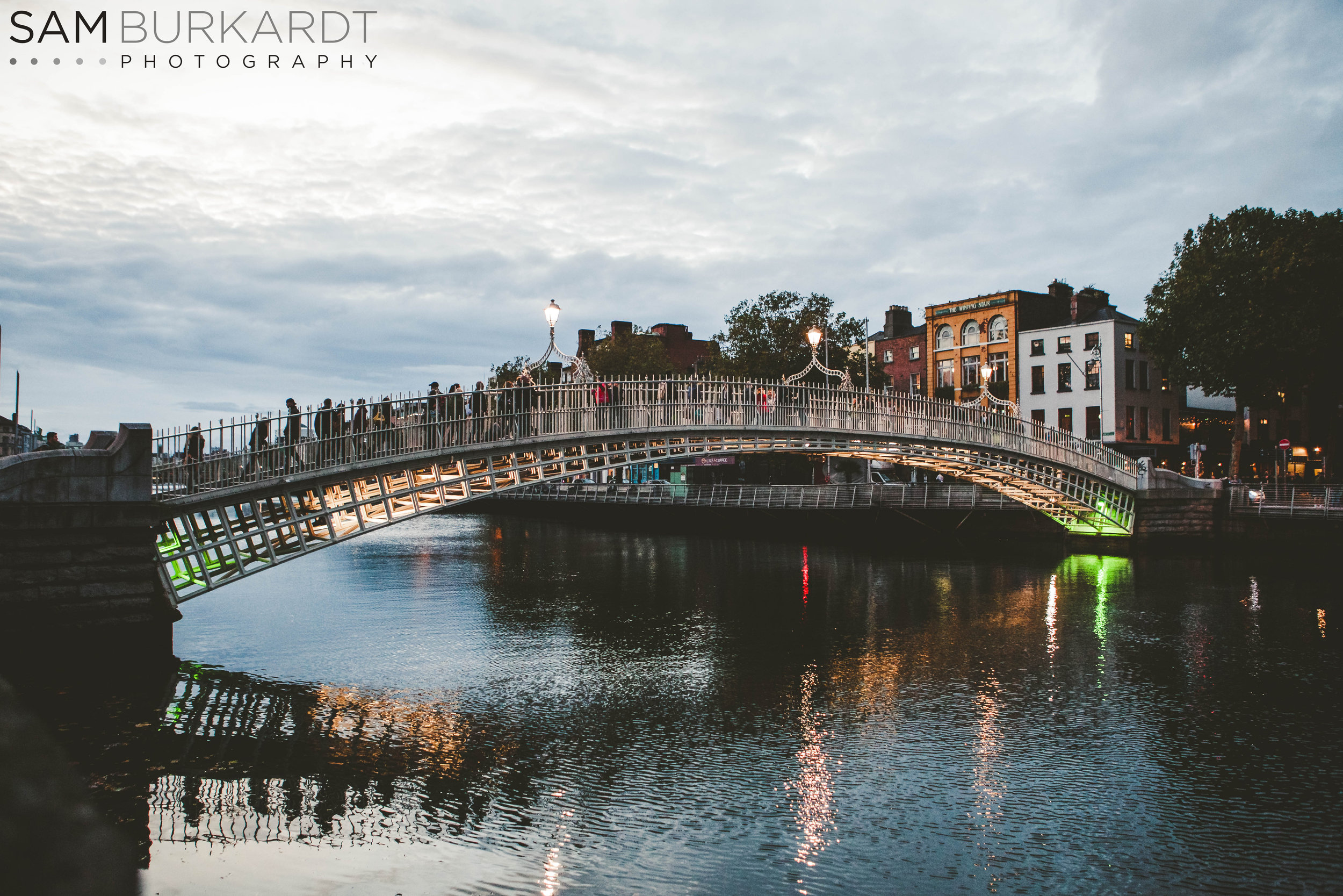 hapenny_bridge_dublin_ireland_photography