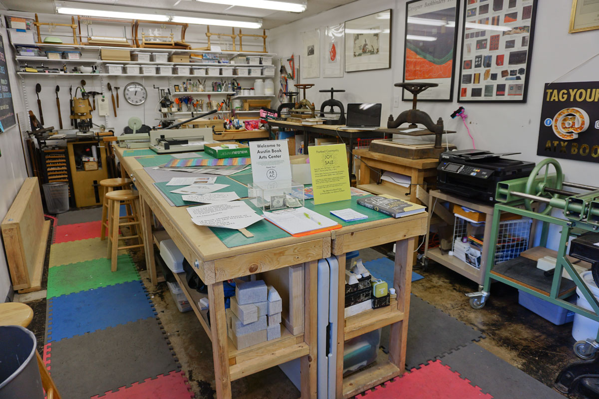 © 2017 Louise Levergneux, The Austin Book Arts Center, the available equipment includes a 32″ board shear, a paper guillotine, a Kwikprint, and various nipping presses, and sewing frames