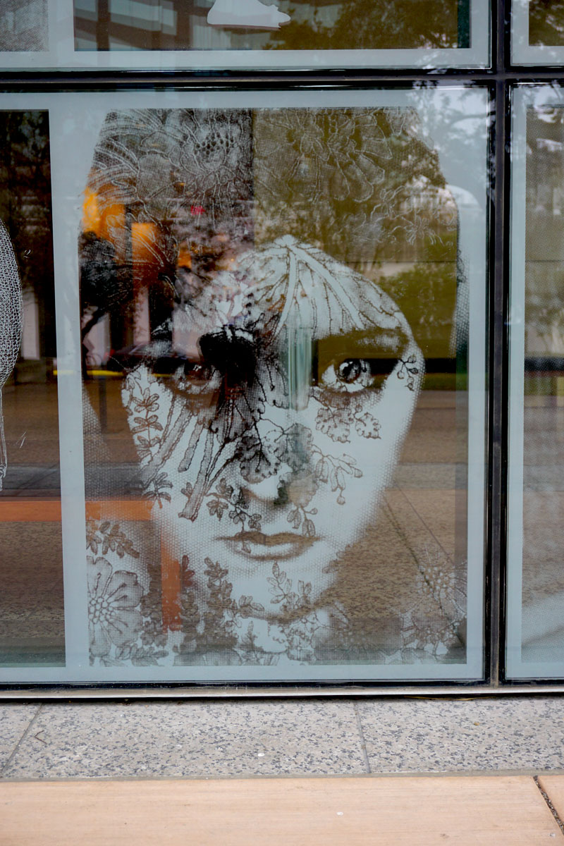 © 2017 Louise Levergneux, right plaza etched glass of the Harry Ransom Center,  Gloria Swanson, Edward Steichen, 1924