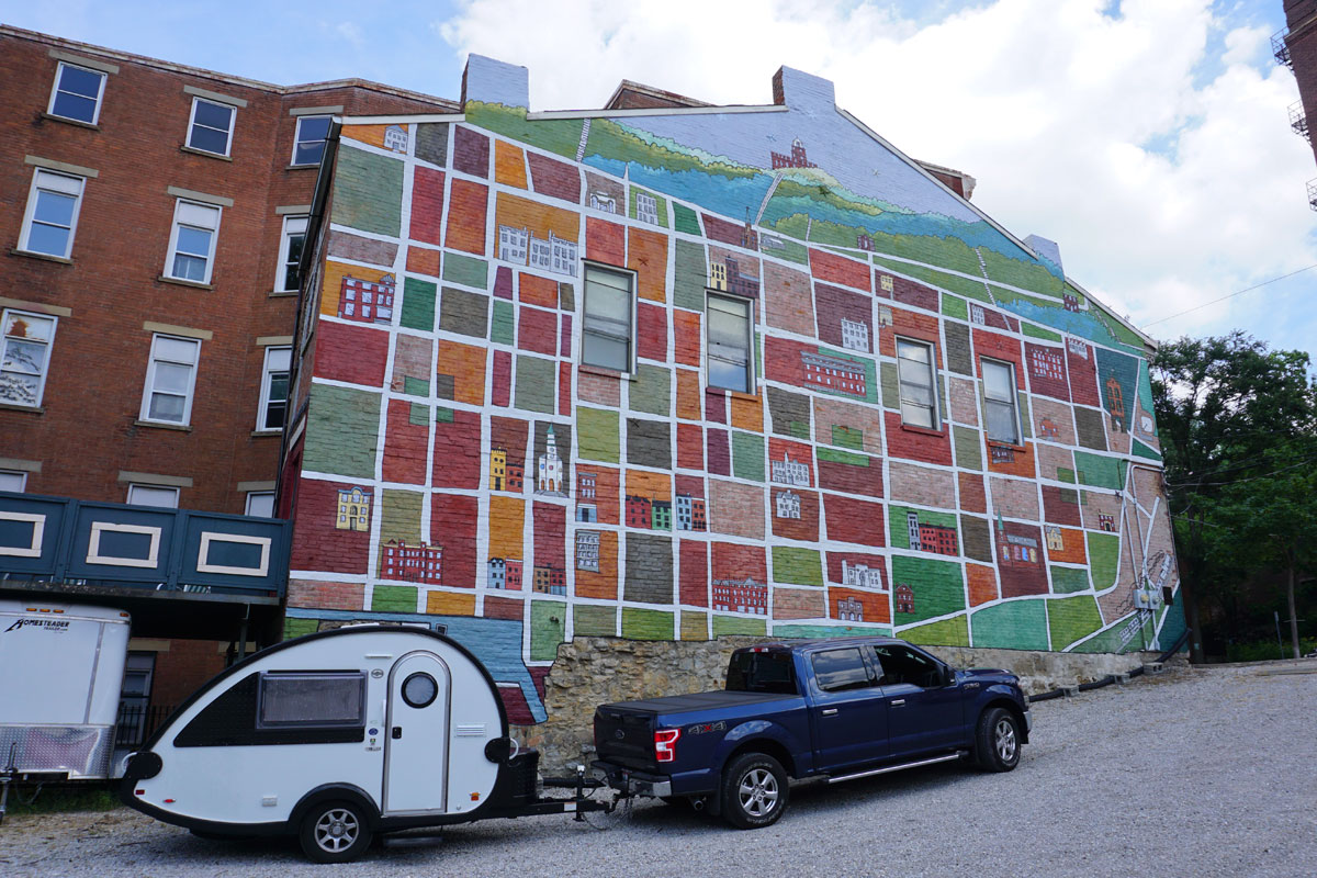 © 2018 Louise Levergneux, wall painting on Pendleton St in Cincinnati
