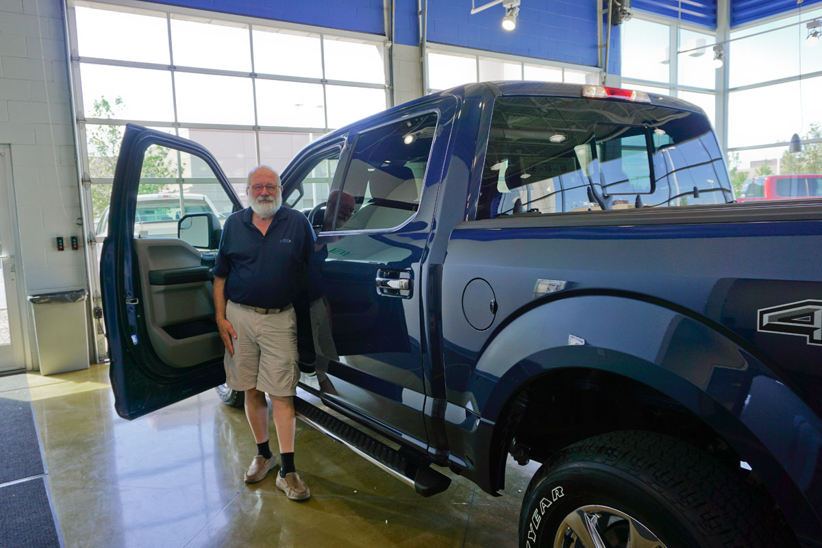 © 2018 Louise Levergneux. Michael with our new F150 at Henry Day Ford, Salt Lake City, Utah. /  Michael avec notre nouveau F-150 chez Henry Day Ford, à Salt Lake City, Utah.