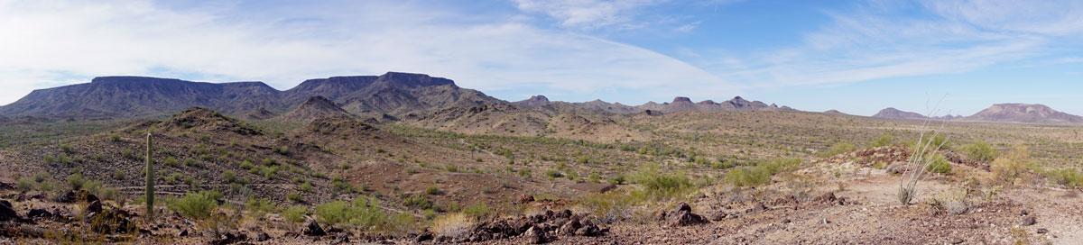 © 2018 Louise Levergneux. Sonoran Desert, Quartzite, Arizona. /  Quartzite dans le Désert de Sonora en Arizona.
