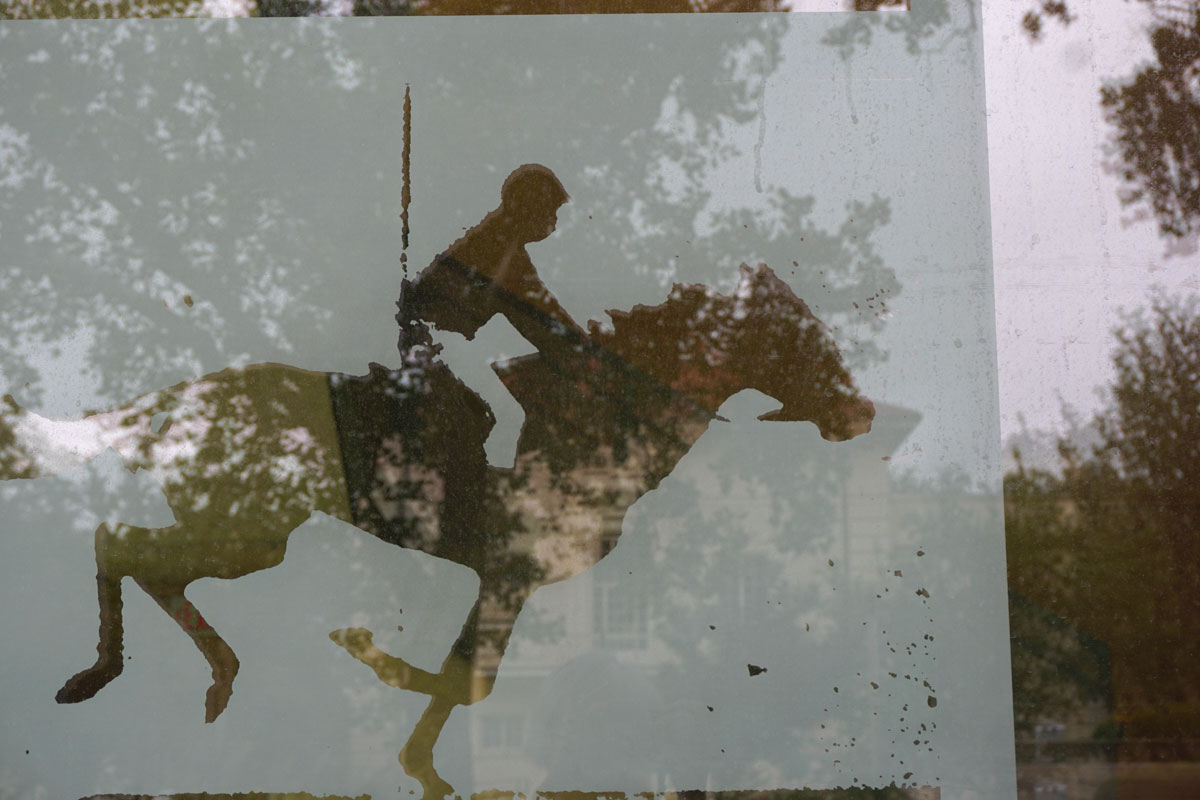 "© 2018 Louise Levergneux. The Ransom Center's etched glass windows. Detail of ""Horse in Motion"" by Eadweard Muybridge, ca. 1886"
