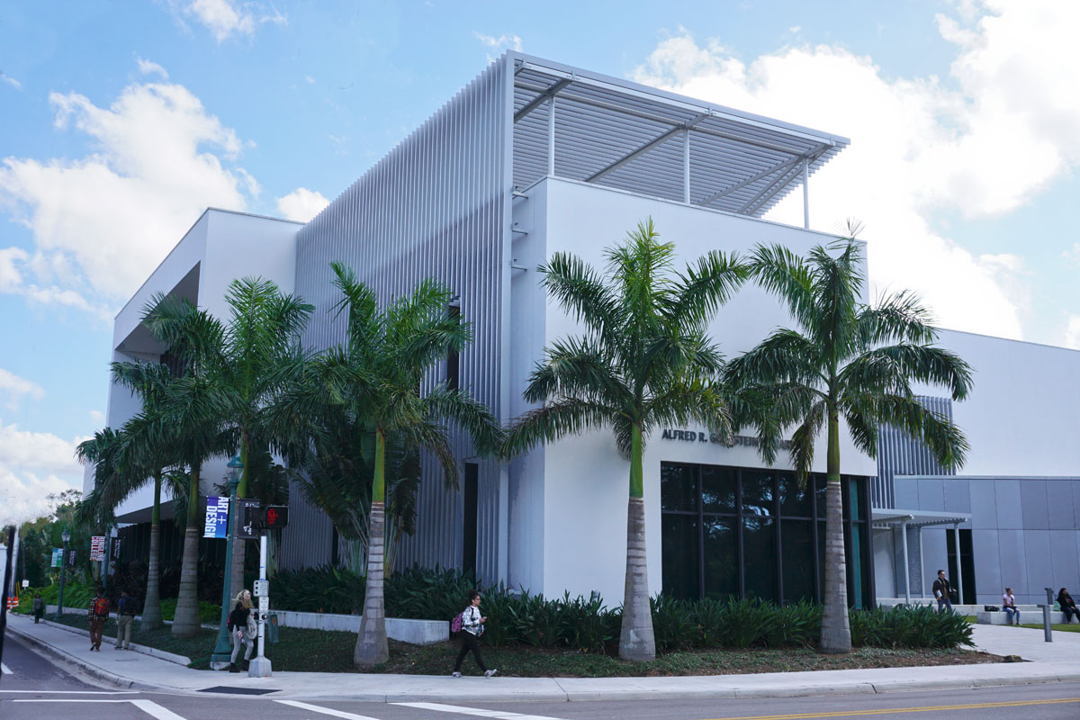 © 2019 Louise Levergneux. The Alfred R Goldstein Library at Ringling College of Art and Design.