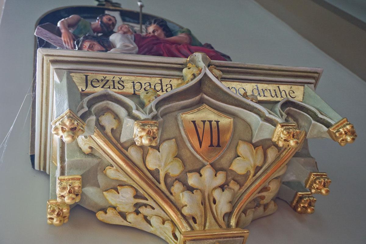 © 2019 Louise Levergneux. A detail of one of the Stations of the Cross sculpted friezes from St. Mary's Church. /  Détail d'une des frises sculptées représentant le Chemin de la Croix de l'Église Sainte Marie.