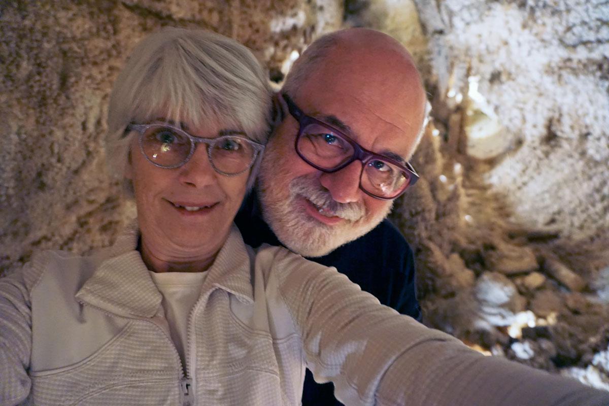 © 2019 Louise Levergneux. Enjoying exploring the Caverns of Sonora. /  On profite l'exploration des cavernes de Sonora.