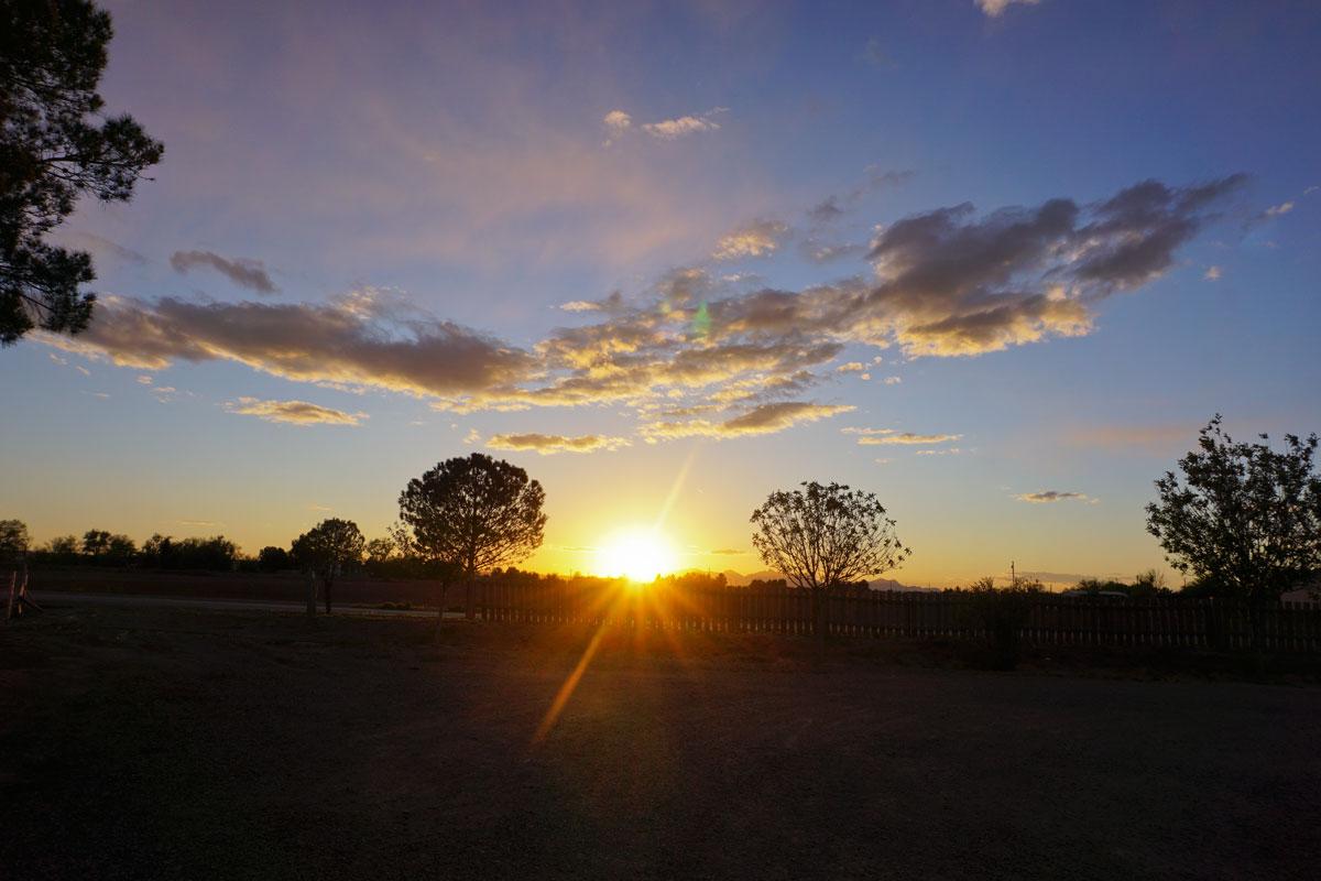 © 2019 Louise Levergneux. San Elizario sunset at the Licon Farm. /  Un coucher de soleil à la ferme Licon à San Elizario.