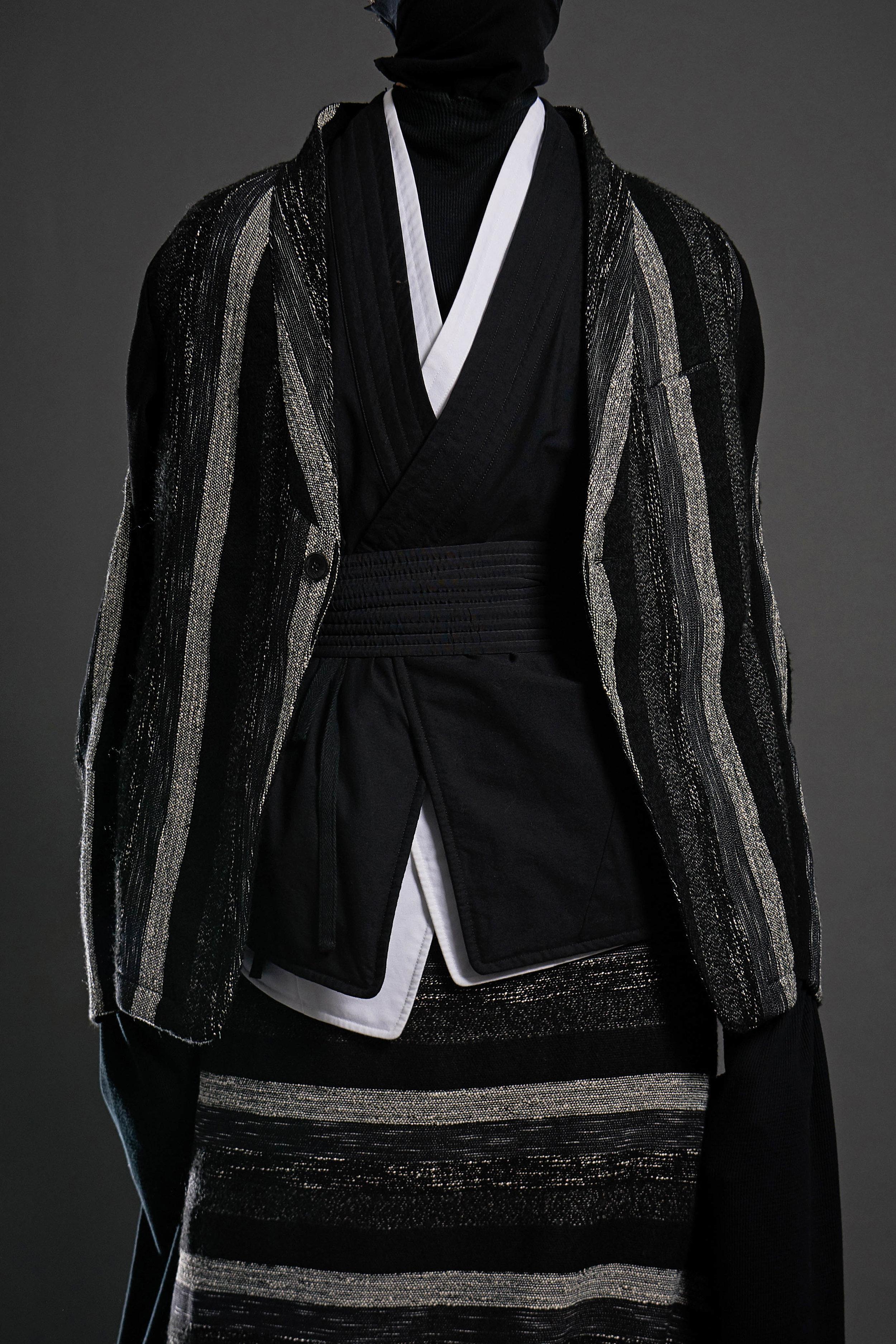 Look 4   ARC Jacket 6  / Black and White Melange   ARC Kimono Shirt  / Black   ARC Kimono Shirt  / White   ARC Obi Belt  / Black