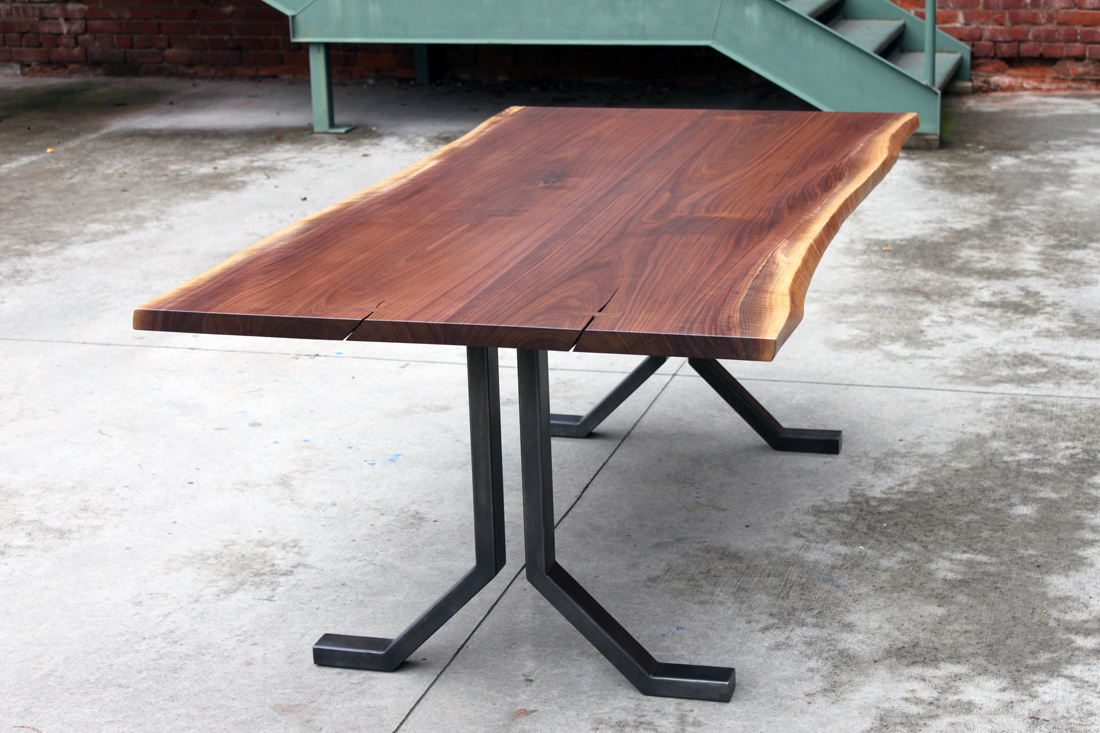 PLUS DINING TABLE