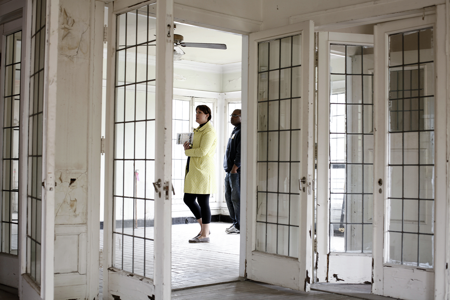 Jennifer Chiles, left, and Mike Jackson, both from Ann Arbor, walk into the main entryway at the house on 2081 Longfellow during the Boston Edison Auction Tour on Sat., May 17, 2014 in Detroit. Tim Galloway/Special to DFP