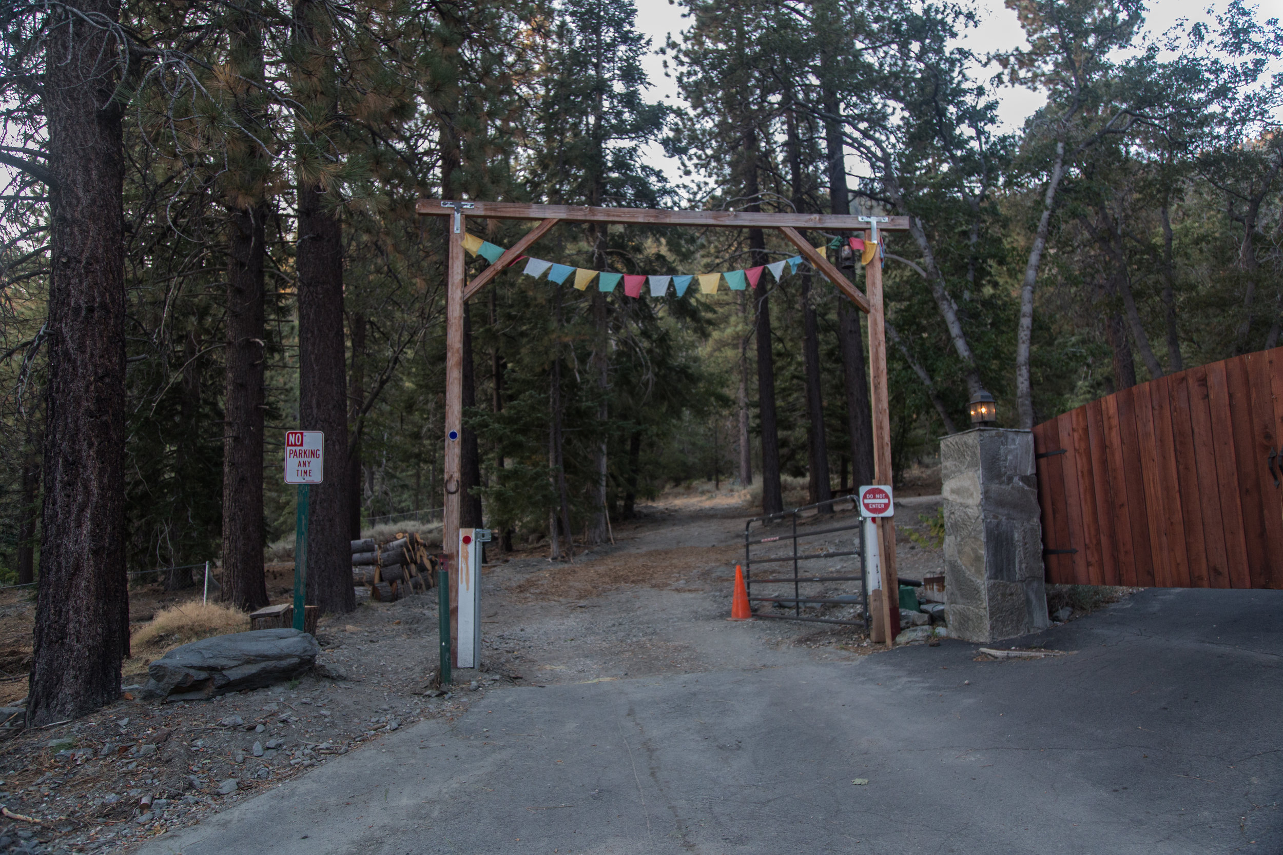 Entrance leading to the trailhead.