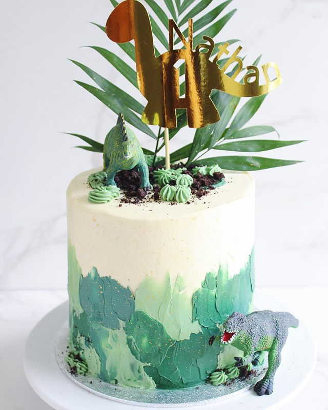 A fun weekend spent celebrating my little boy's 1st birthday - how did that happen?! Dinosaurs were the theme whether he liked it or not 🤣 This cute topper from @mycraftycaravan on @etsyuk completed the cake - I loved it!
