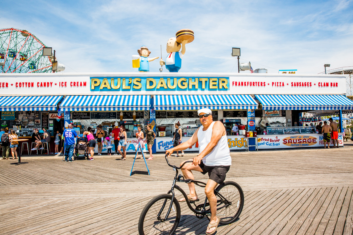 FEATURE_06282017_Summerguide_Beach-Eats_ConeyIsland_Final_3.jpg