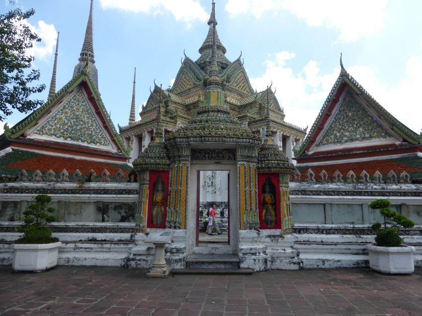 Wat Pho pagodas.JPG