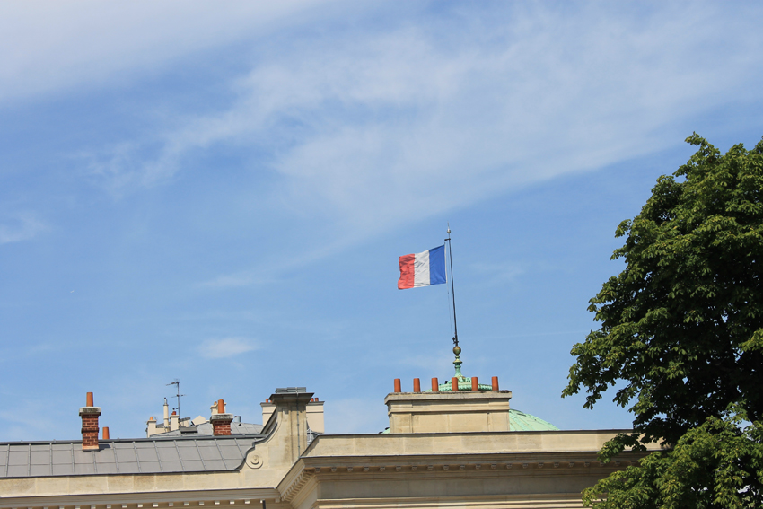 We think France is really neat! Viva la France! We're traveling home tomorrow. So, this is our last DearBurglar post from this great adventure. The best part of all was all of the time we got to spend with Annie B. Au Revoir!