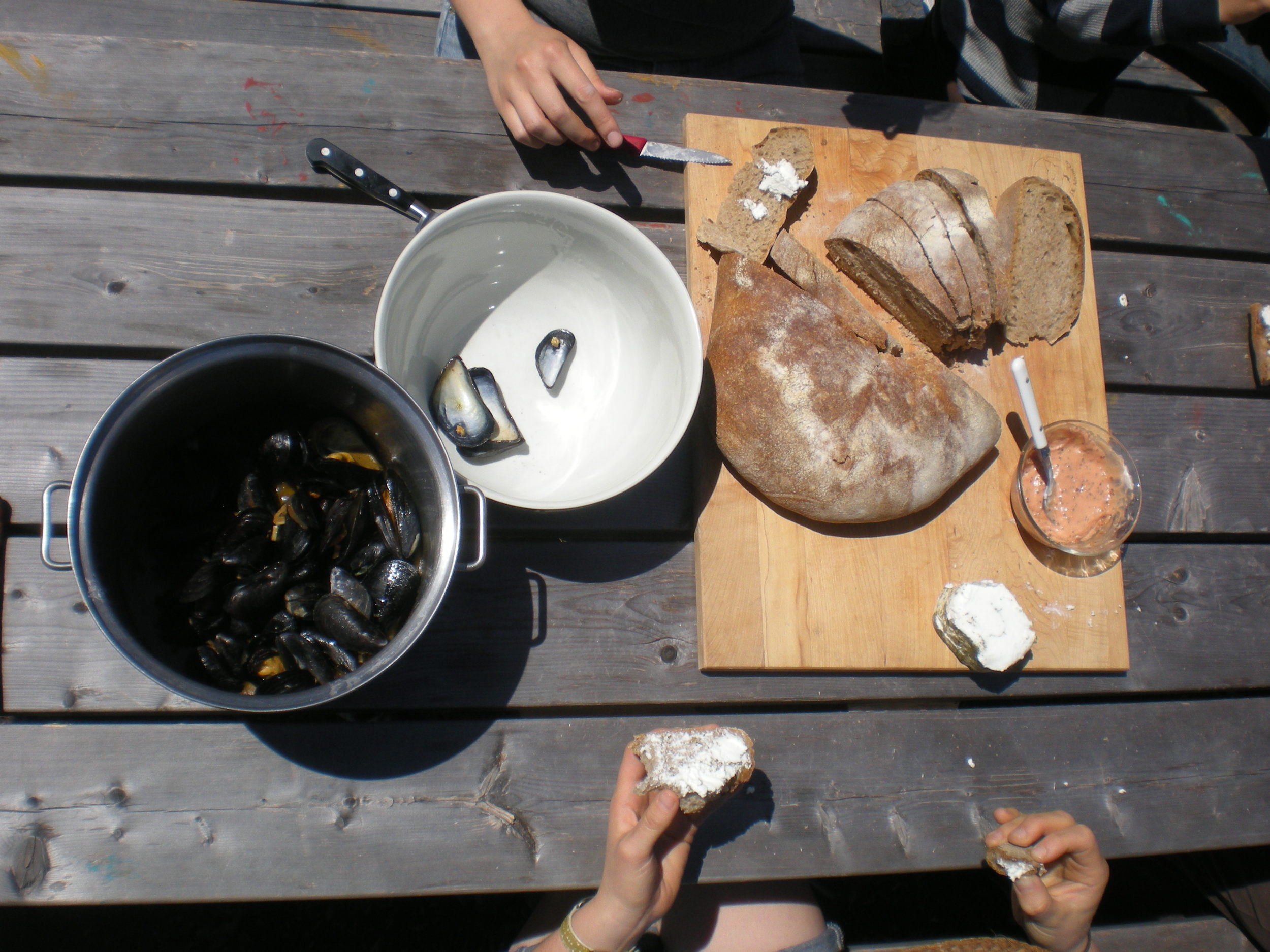 Mussels, homemade bread, and local goat cheese out on the picnic tables.