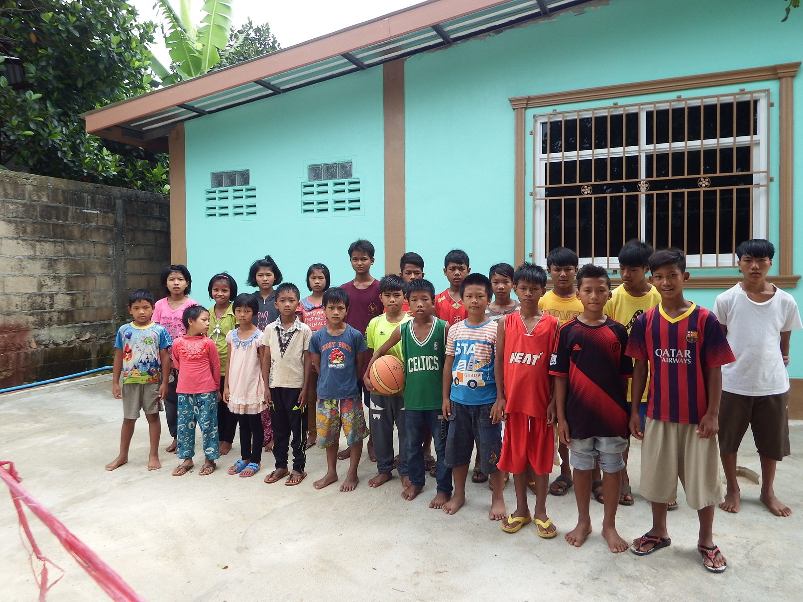 Children at Tachilek.JPG