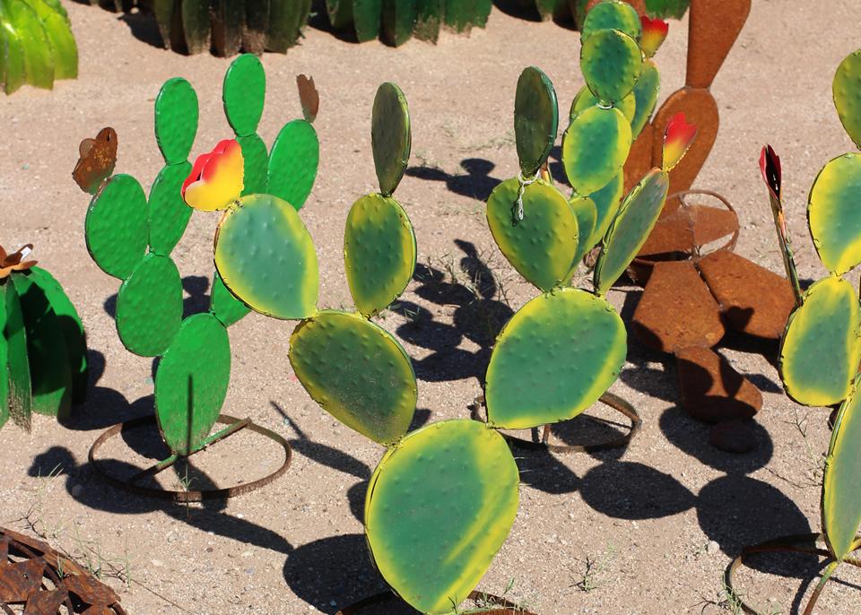 metal-statuary-prickly-pear-cactus.jpg
