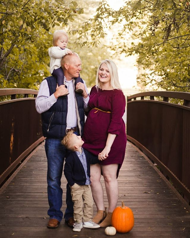 Just add pumpkins! Bring your puppies and your pumpkins 😁 for some fun fall additions to your mini session. I love this time of year and as amazing as summer has been I'm ready for more autumn days ahead!  #fallminis #okcphotographer #komorebiphotography #byjessicamcbroom #love #familysession #pumpkins #happyfall #warmtones #edmondphotog #minisessionspecial #familyphotos #lilpumpkins #happyfally'all #oklahoma #proudmamma