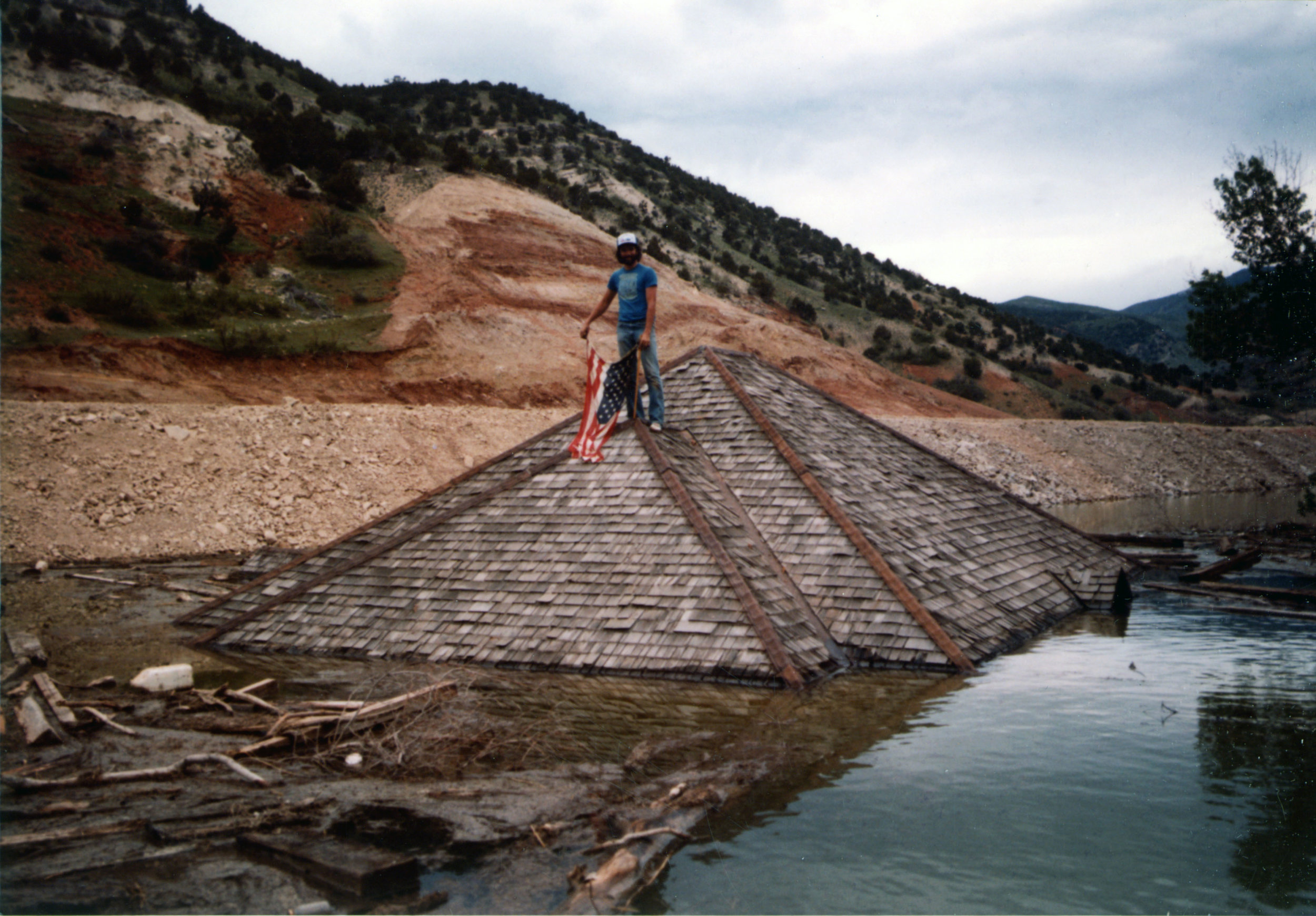 Submerged buildings and American patriots on Thistle Lake in May 1983. Photo courtesy of the Utah State Archives and Records Service.