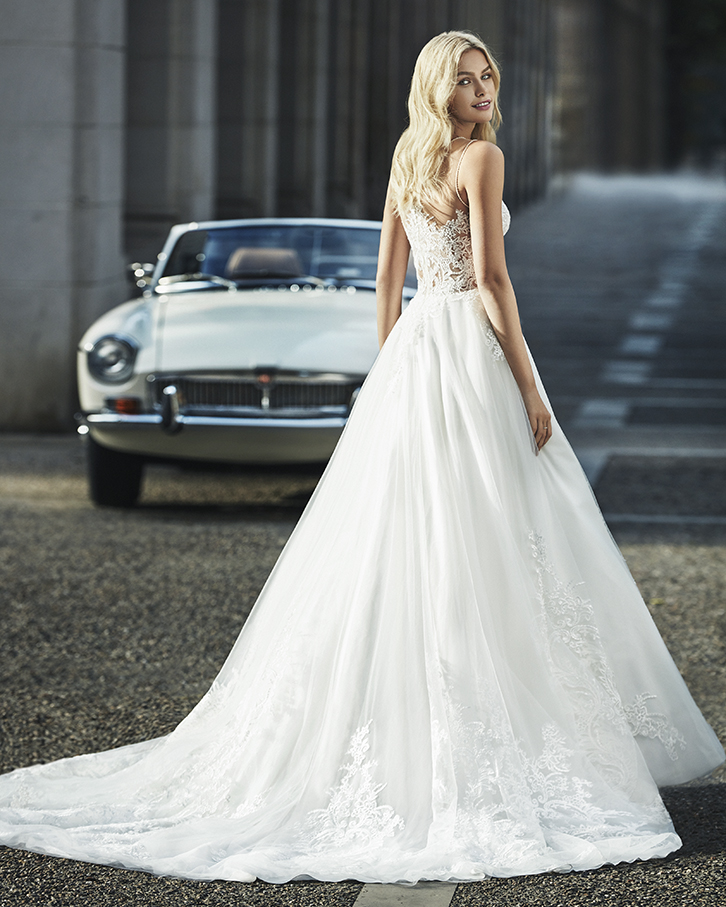 Lace and tulle princess-style wedding dress. Deep-plunge V-neckline with beaded armhole and neckline.