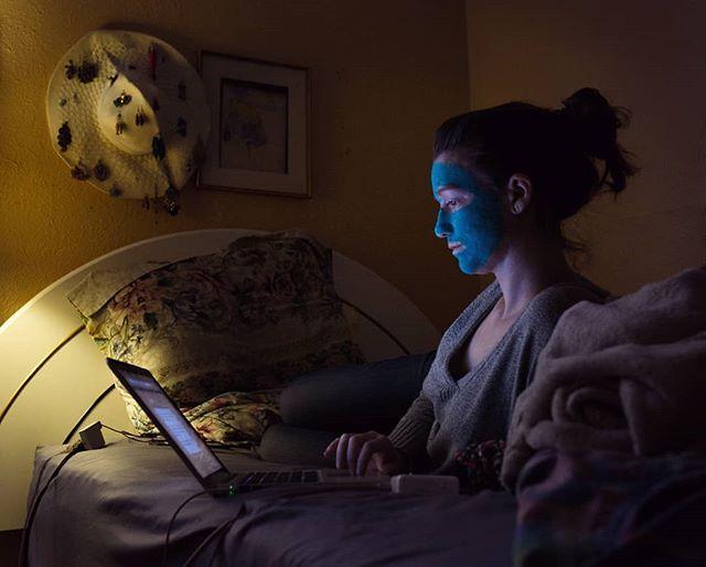 My sweet lil sis, multitasking. . . . . . . #hustle #bedtime #cantstopwontstop #selfcare #montrealnightlife #sister #mtl #yul