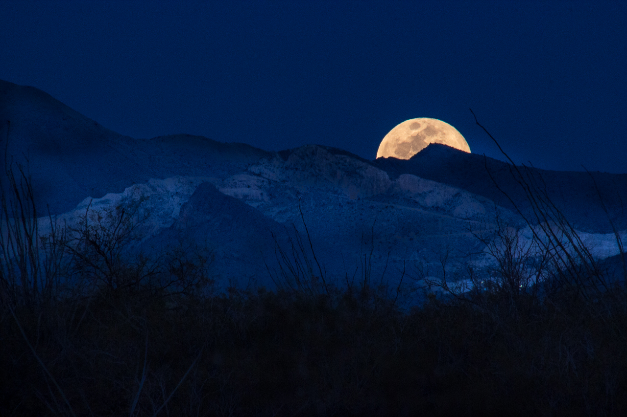 Santa Rita moonrise