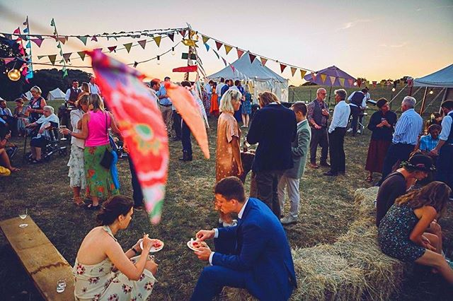 Celebrate what makes YOU unique. These festival wedding vibes have us dreaming of Coachella season 🎡🎉