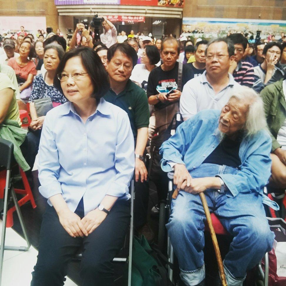 DPP presidential candidate Tsai Ing-wen and Su Beng