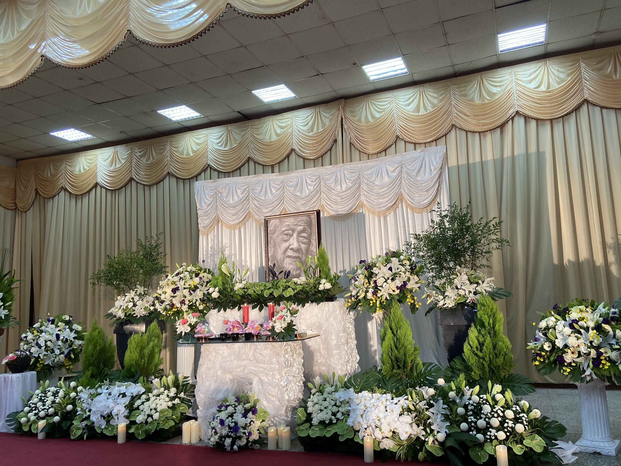 Altar at Su Beng's cremation copy.jpg