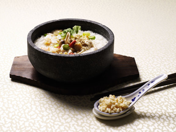 Fragrant Rice with Seafood and Crispy Rice in White Superior Broth Served in Hot-Stone 26.jpg