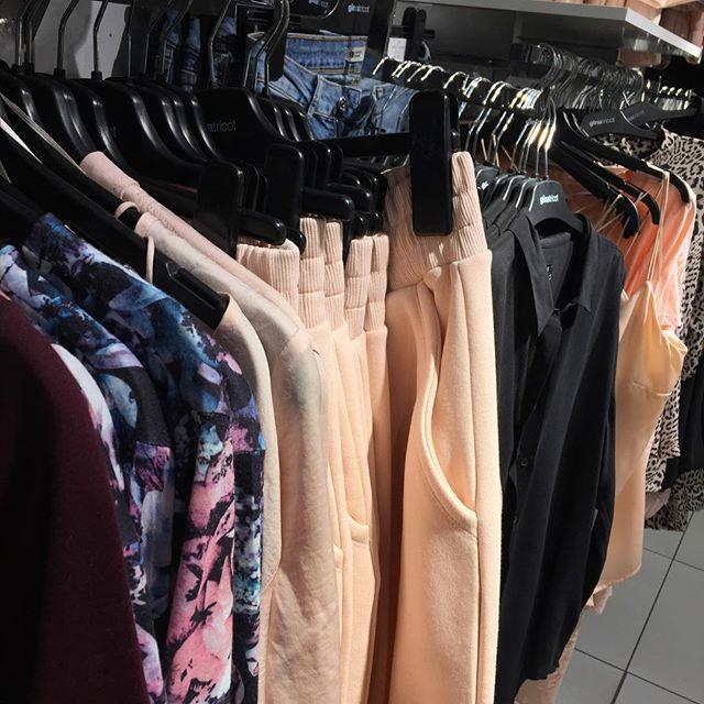 Nivån av GALENSKAP när jag letar efter kläder till nyår och hittar VÅRENS NYHETER! 😱