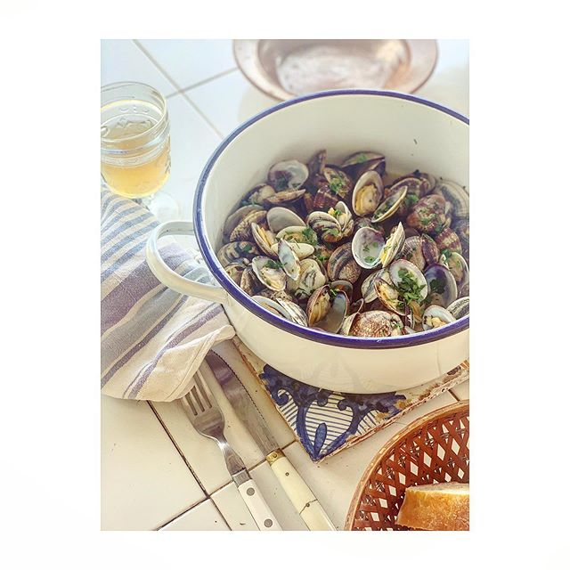 Ferragosto - the 15th of August - a bittersweet festival that marks the height of the Italian summer, and at the same time, the beginning of its end. Last year we were in HK for ferragosto, this year at home in Panarea eating clams in white wine with garlic and parsley, then chilli garlic prawns 🦐#ferragostosiciliano