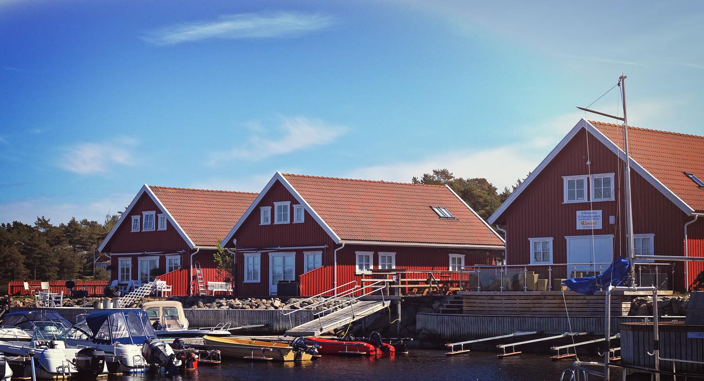 Sjøboder til utleie i et av Hvalers fineste    SOMMERSTEDER    BOOKING