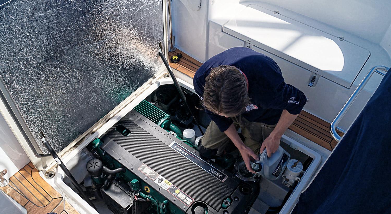 Service på alle båtmerker    SERVICE    KOM INNOM