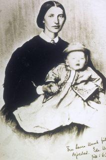 Laura C. Munch med Edvard Munch på fanget.          (Foto: Munch-museet)