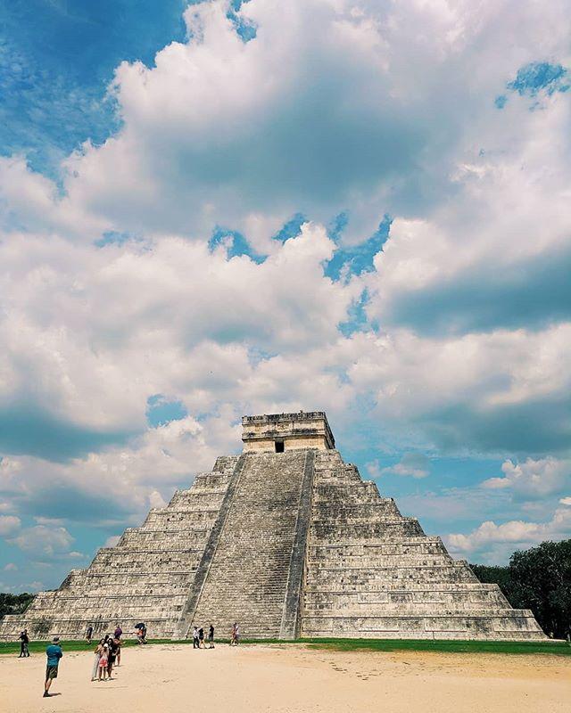 🇲🇽 surreal to see it in person. #chichenitza #mayanruins #mexico 👏👏👏