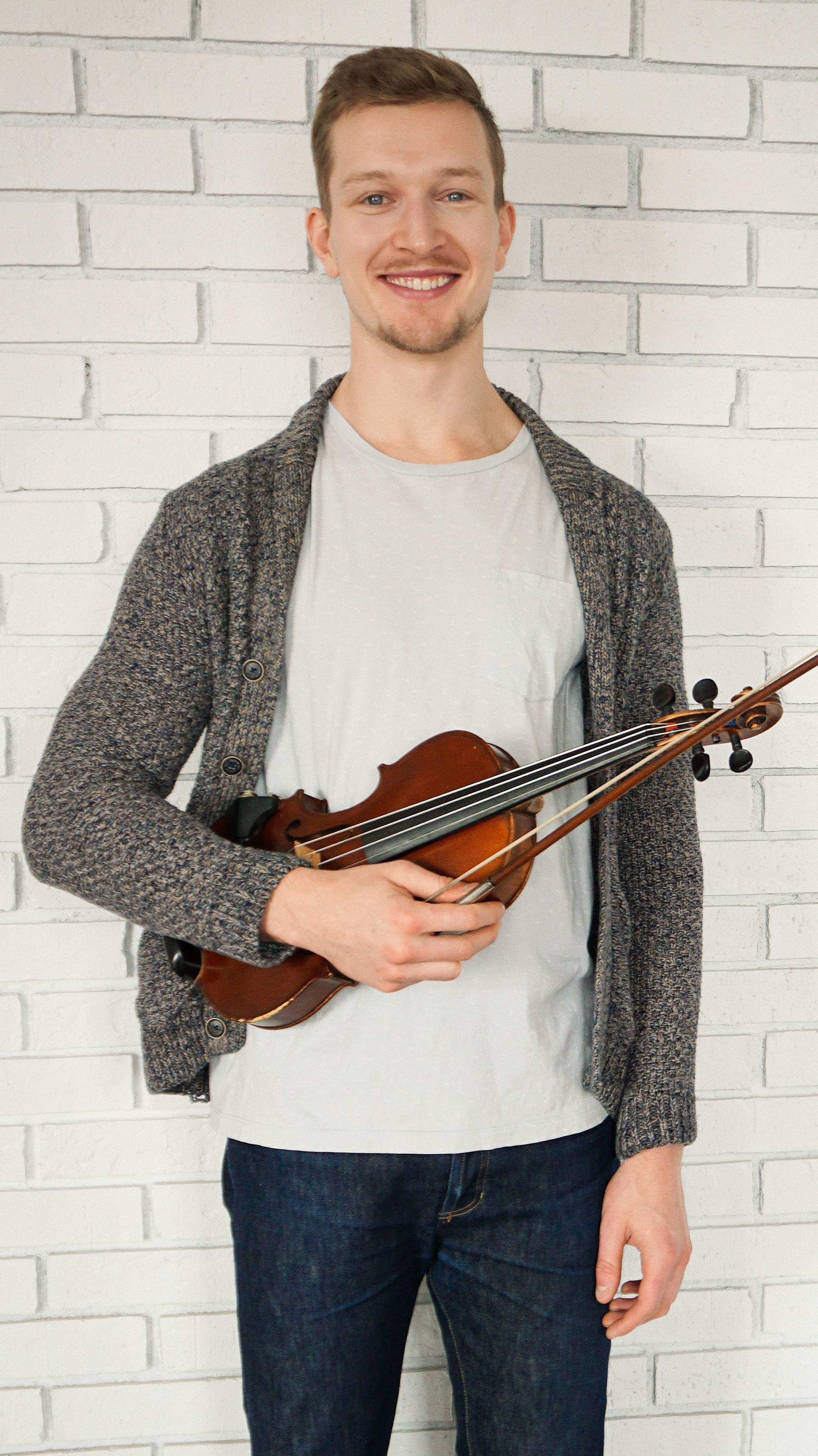 Liam Calhoun Violin Viola Teacher Niagara Young Strings