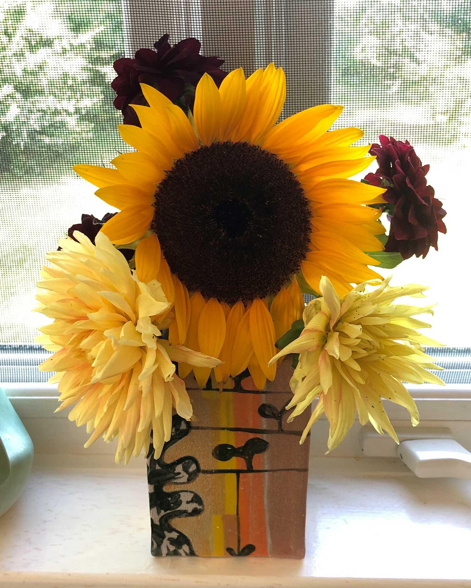 holly_hughes_other_ceramics_vase_sunflowers_site.jpg