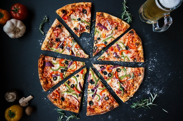 Pizza can now be delivered instantaneously, thanks to mobile pizza kitchens on the road.