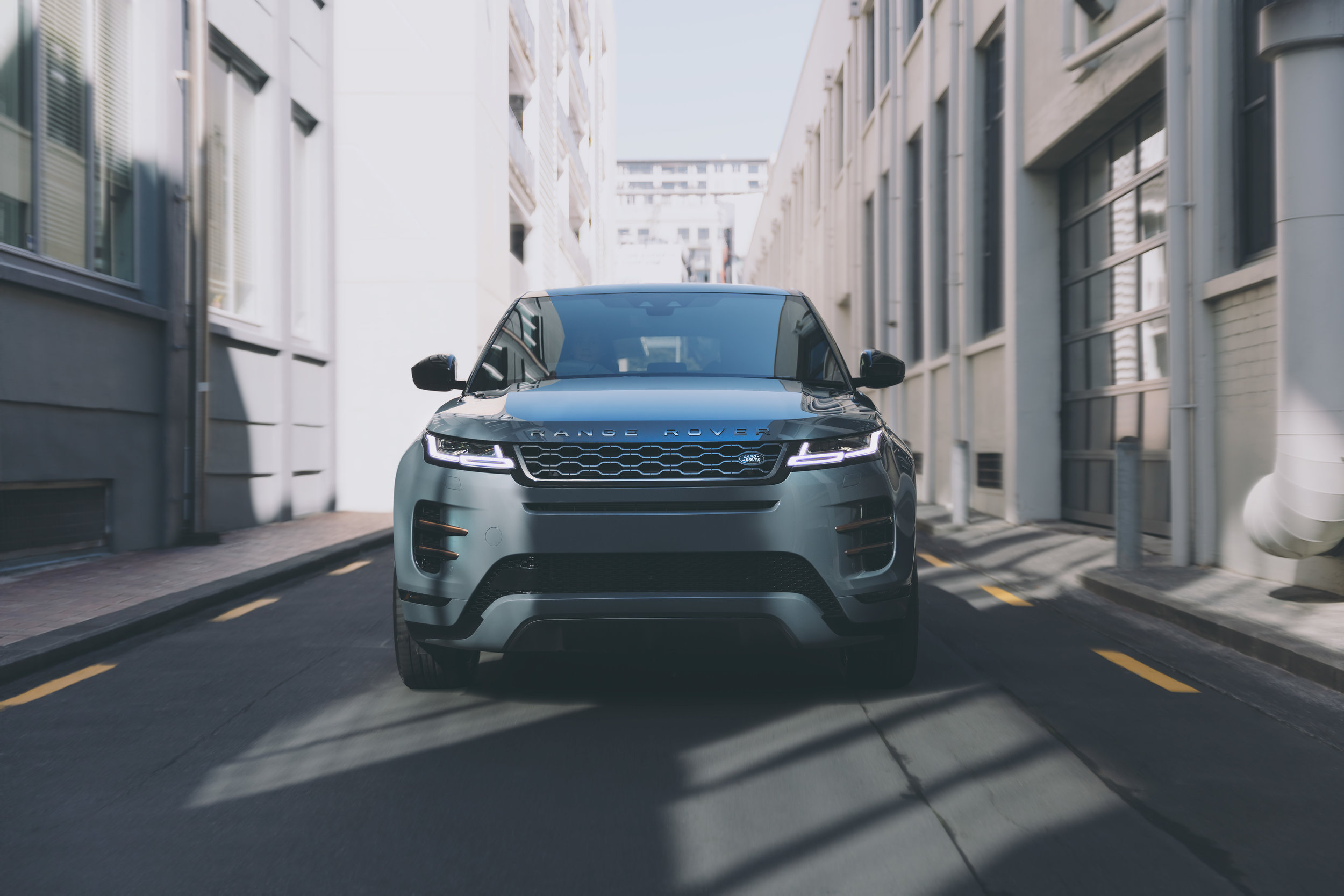 EVOQUE_ALLEY_FRONT_BLUR_BLUE.jpg