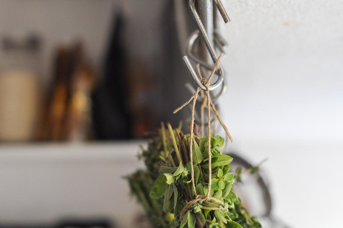 Freeandnative_Drying_Herbs_4.jpg