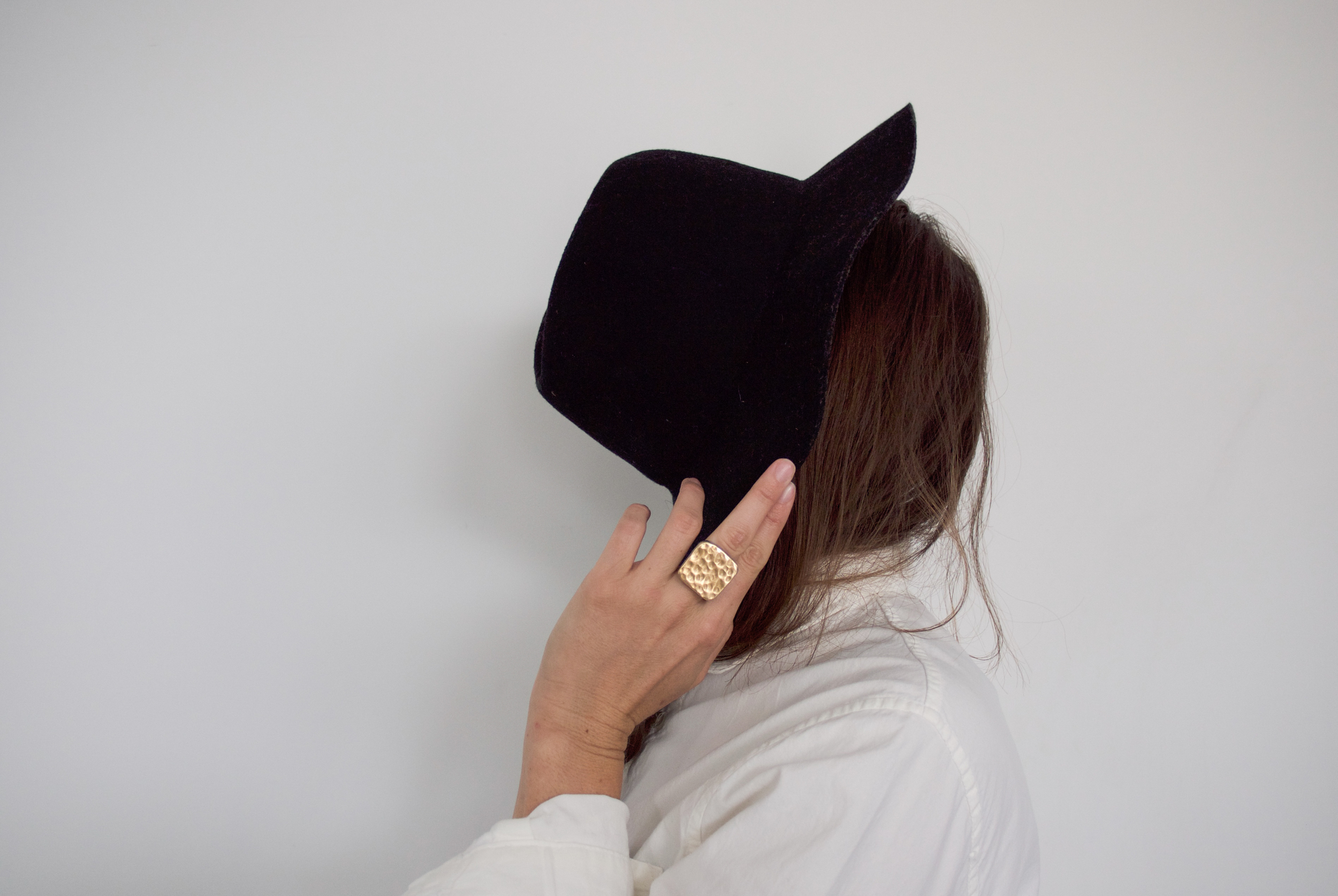 to-be-magnetic-hat-ring-Lacy Phillips