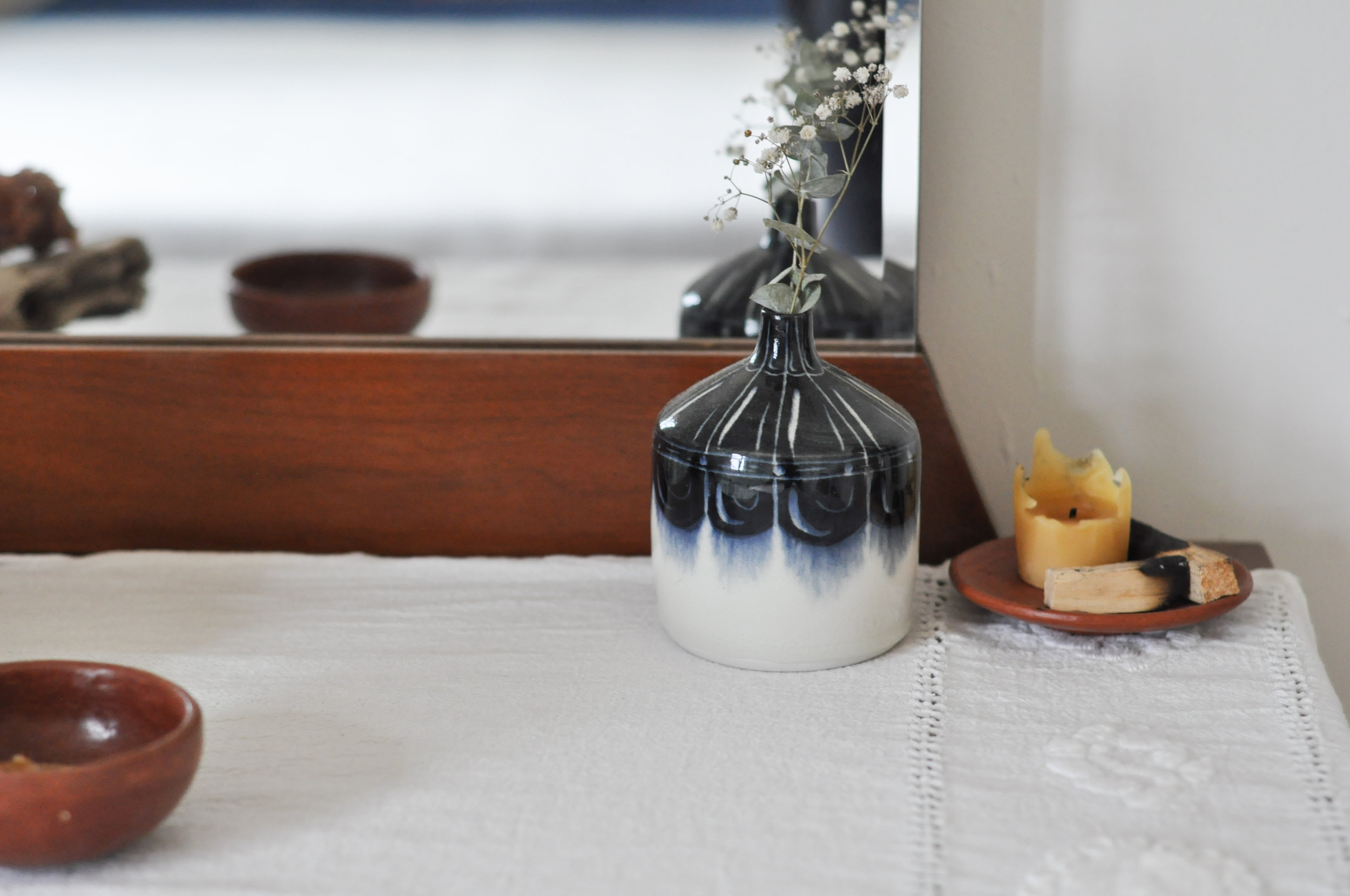 to-be-magnetic-vase-mirror
