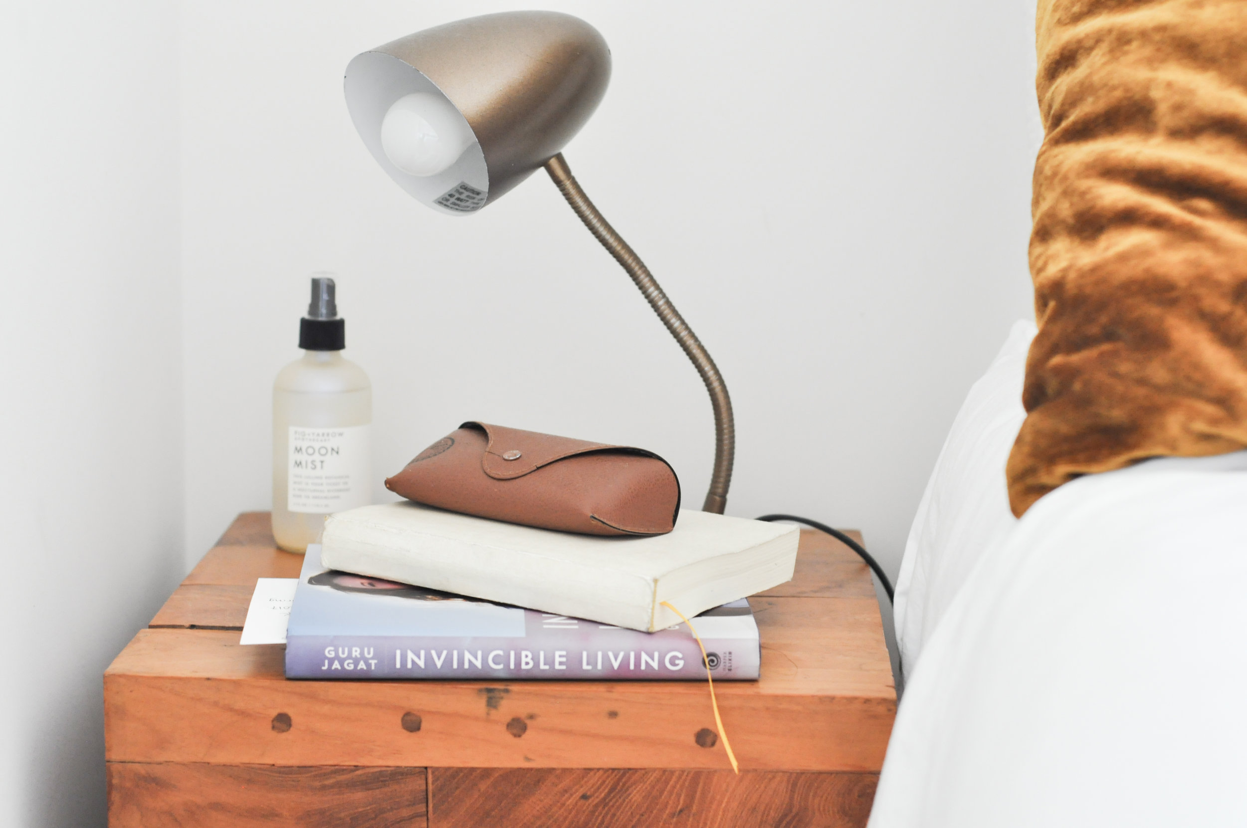 to-be-magnetic-lamp-bedside-Invincible living